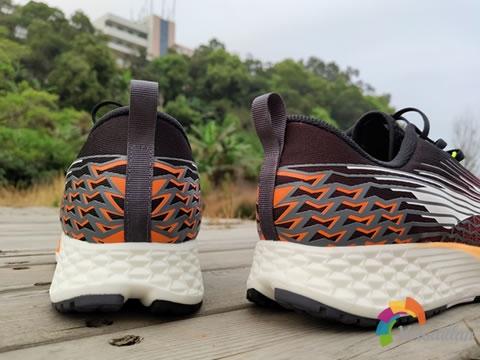 运动风十足:李宁赤兔4代跑鞋怎么样图1