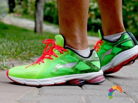 优越减震:李宁环弓二代跑鞋测评