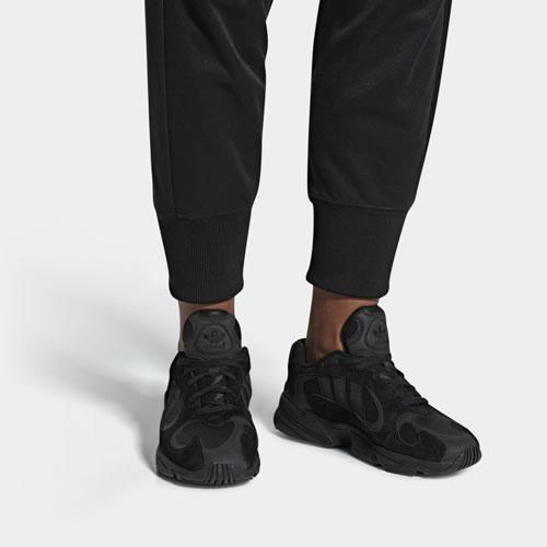 阿迪达斯G27026 YUNG-1男女运动鞋图5高清图片