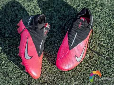一体感十足:Nike Phantom VSN 2 Elite FG深度测评