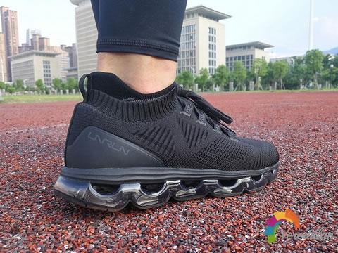 [实跑测评]李宁空气弧剑影跑鞋脚感怎么样